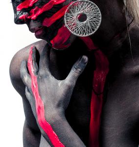 I colori come aspetto culturale: non tutte le culture percepiscono i colori allo stesso modo e conferiscono loro gli stessi significati.